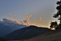 Das Abendlicht verfärbt die Gipfel.