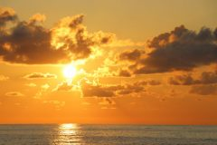 Der traumhafte Sonnenuntergang am Strand bei Batumi